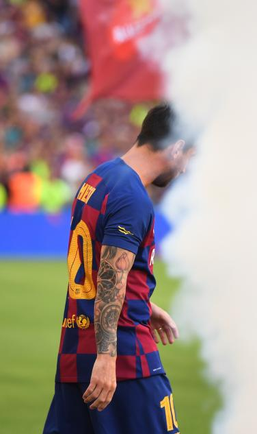 Leo Messi Takes The Pitch Before Barça Friendly vs. Arsenal