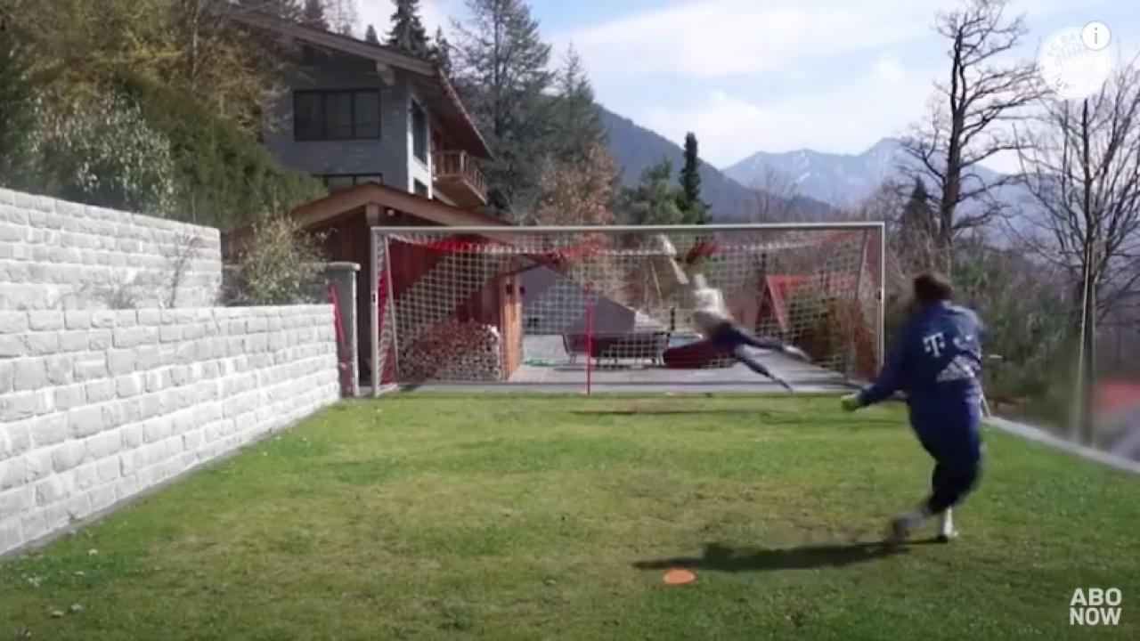 Manuel Neuer training video