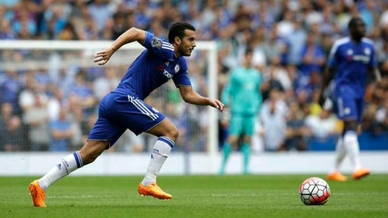Pedro playing for Chelsea.