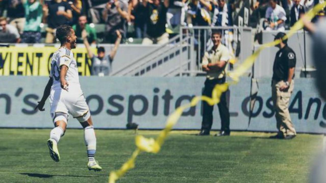 Giovani dos Santos scores in MLS debut