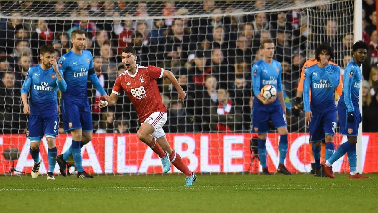 Eric Lichaj goal vs Arsenal