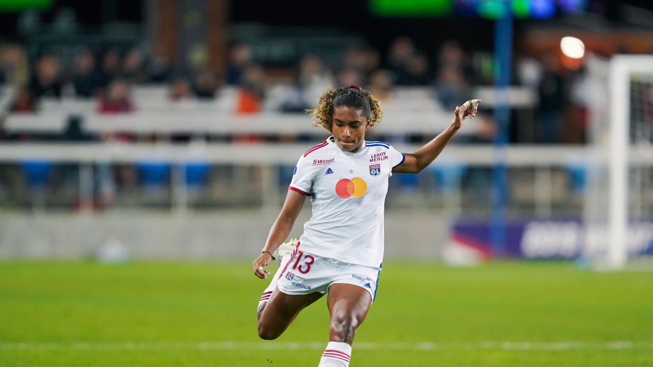 Catarina Macario signs with Lyon
