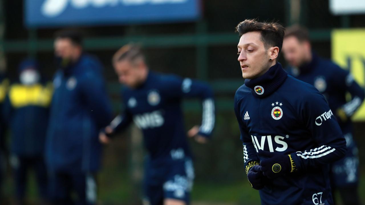Mesut Ozil Fenerbahce squad