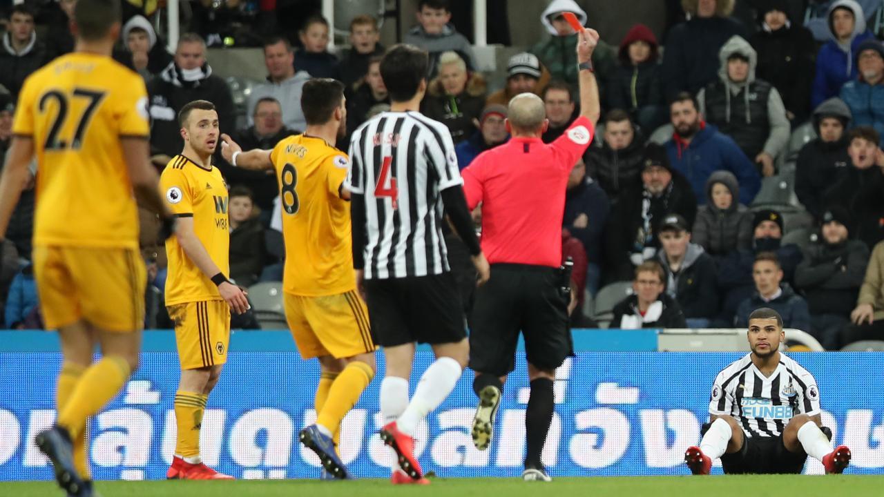 DeAndre Yedlin red card