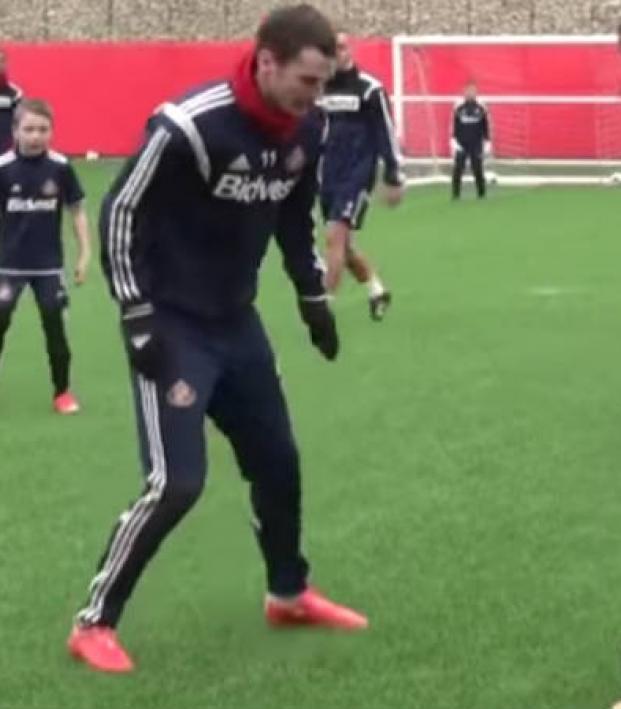 Sunderland's first team scrimmages its U-8s