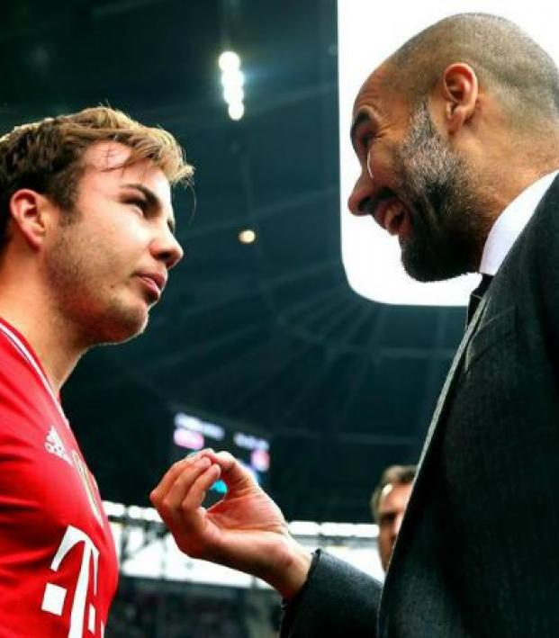 Guardiola talks to Gotze before the latter enters a game.
