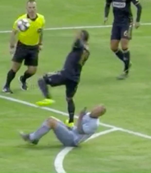 Marco Fabian red card