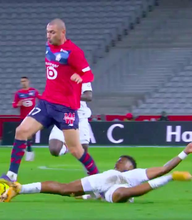 Presnel Kimpembe tackle