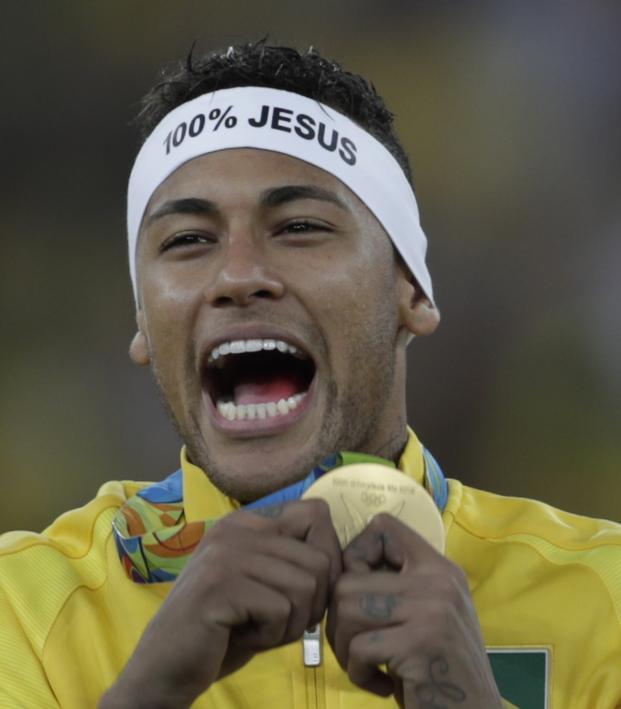 Neymar Jr celebrates