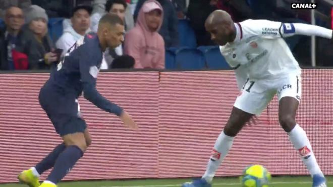 Mbappé Nutmegs vs Dijon