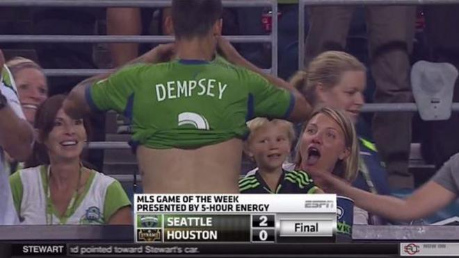 Clint Dempsey gives jersey