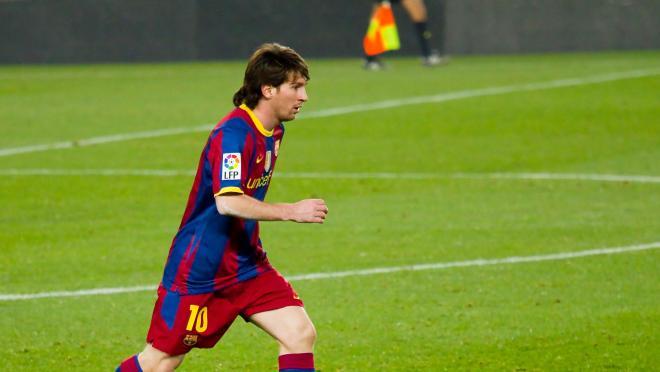 Messi dribbling