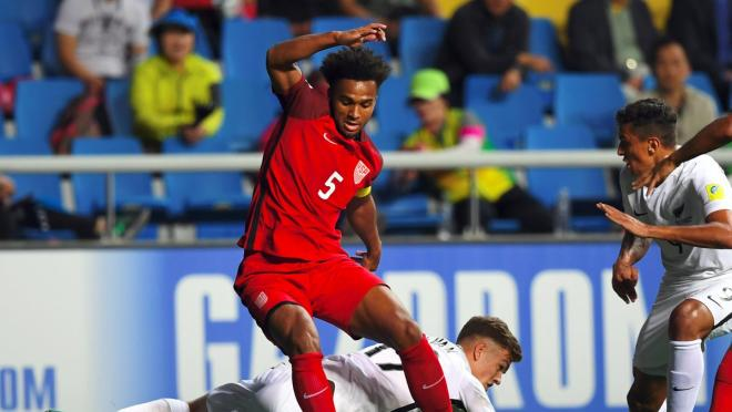 Erik Palmer-Brown Signs Contract With Manchester City