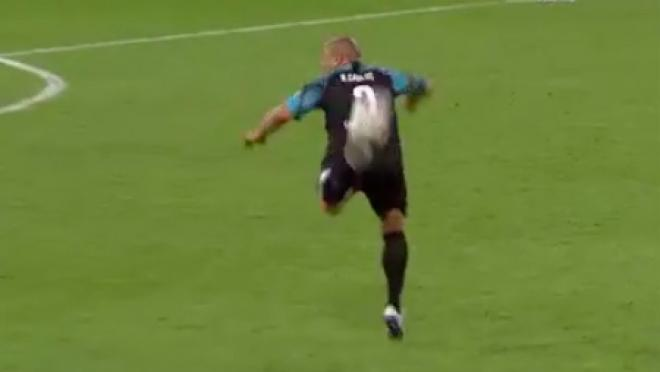 Roberto Carlos pass at Soccer Aid