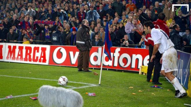The most controversial transfers in football: Luis Figo is bombarded by trash by betrayed Barcelona fans