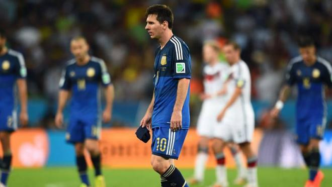 Messi walks off the pitch at the end of regulation time.