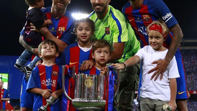 Messi, Suarez, Neymar and their kids.