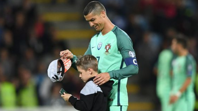 Child Pitch Invader Meets Ronaldo