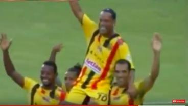 Ronaldinho Displays God-Like Link-Up Play During Friendly In Honduras