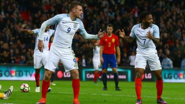 England vs. Spain Descends Into A Series Of Mannequin Challenges