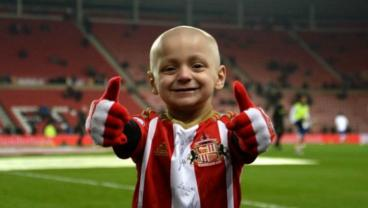 Bradley Lowery, A 5-Year-Old With Cancer, Receives 28,000 Christmas Cards After Football Unites Behind His Dream