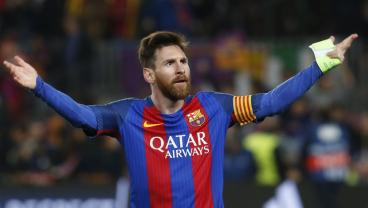 Watch Lionel Messi Single-Handedly Beat Entire Defenses