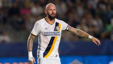 LA Galaxy Wave The White Flag, Sell Captain Jelle Van Damme