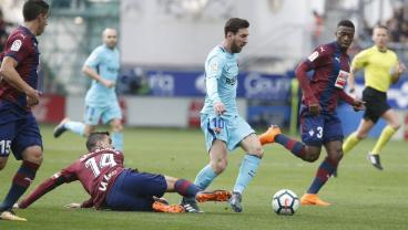 Messi's Inch-Perfect Through Ball Sets Up Suarez For Barca Game-Winner