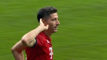 Robert Lewandowski's 33-Minute Hat-Trick Lifts Bayern In German Super Cup