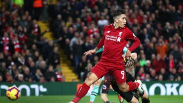 Bobby Firmino's Nasty No-Look Goal Opens Floodgates Against Arsenal