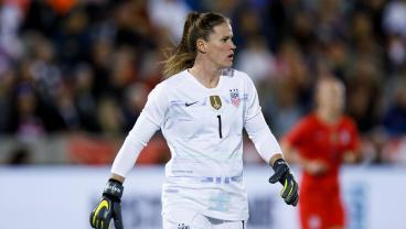 Alyssa Naeher Shows Why She's The USWNT No. 1 In NWSL Opener
