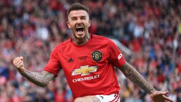 David Beckham Drops A Defender And Scores During Man United Legends Game