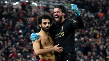 Alisson Provides Assist For Mo Salah And Is First To Congratulate Him After Sprinting 100 Yards