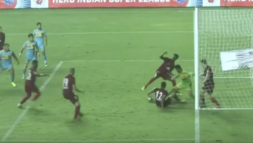 Watch This Defense Leave Its Goalkeeper For Dead To Face 5 Attackers At Once In Mad Scramble