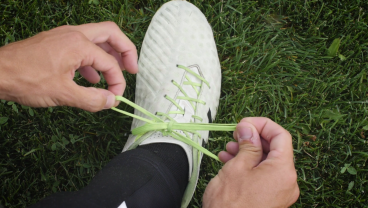 How To Speed Tie Your Cleats In 3 Seconds Or Less