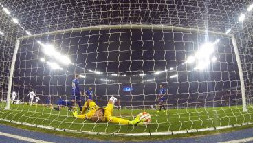 20 Goalkeeper Saves That Shocked The World