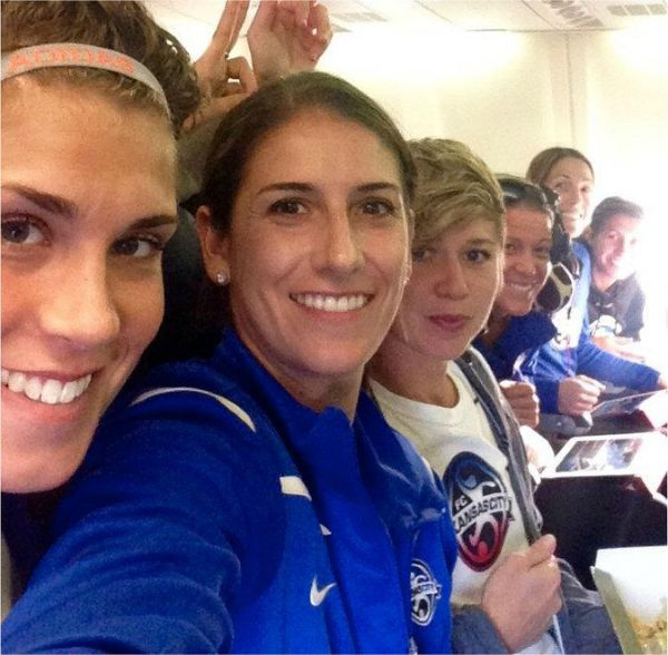 2015 NWSL Final, Yael Averbuch, Becca Moros and FC Kansas City players on the plane to the final
